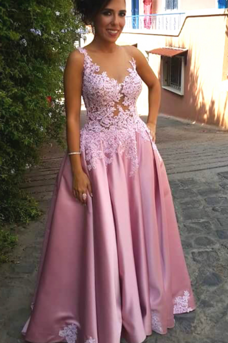 Scoop neck Long Satin Prom Dress Lace Appliques Women Evening Dress