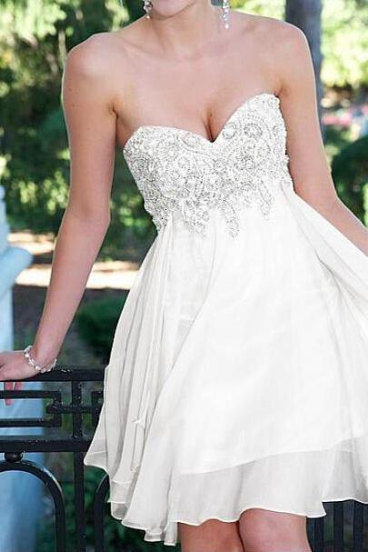 White Sweetheart Neck Short Chiffon Homecoming Dresses with Crystals